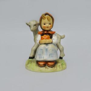 Статуэтка Goebel Девочка с козой. Германия