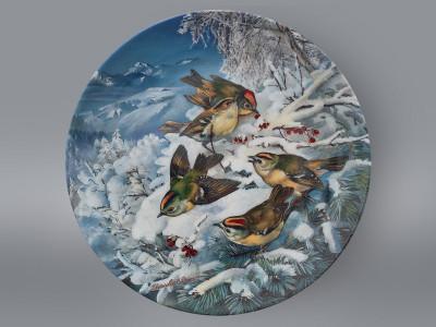 Тарелка декоративная Желтоголовый королек зимой на опушке леса Hutschenreuther