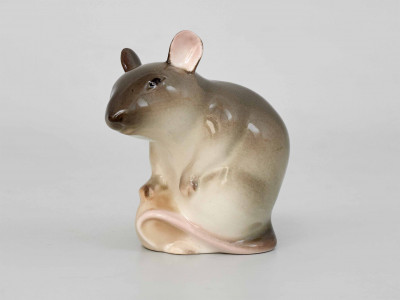 Статуэтка Мышь серая с орехом. ЛФЗ